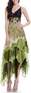 vestido en tonos verdosos con zapatos plateados